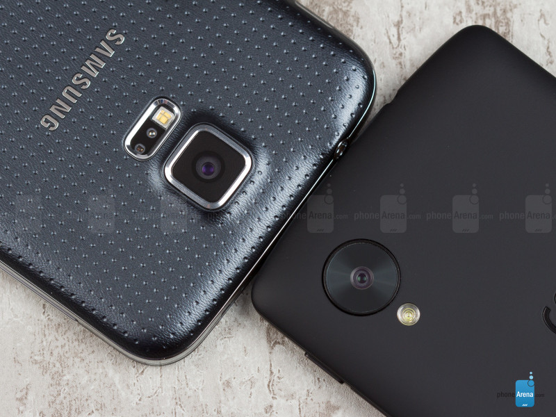 Samsung-Galaxy-S5-vs-Nexus-5-03