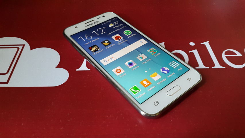 Video Recensione Samsung Galaxy J5 2015-10-04 16.12.04