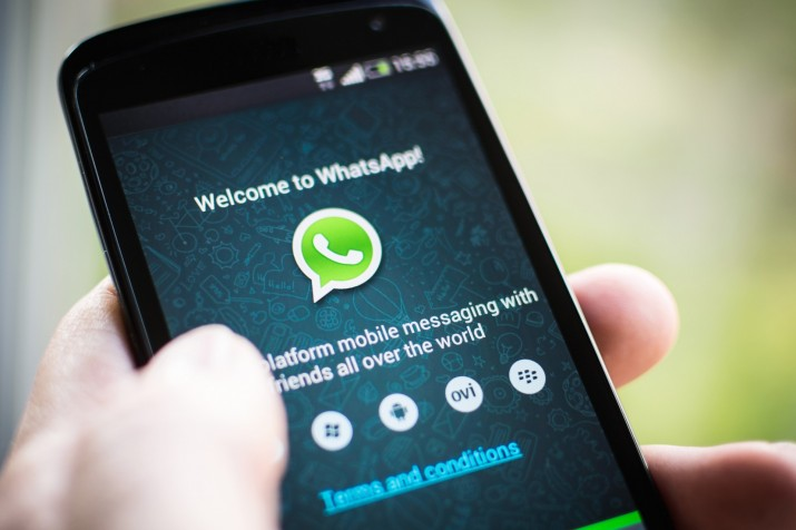 whatsapp-movil-715x476