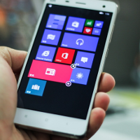 Watch-this-video-of-the-Xiaomi-Mi-4-allegedly-running-Windows-10-for-Phones